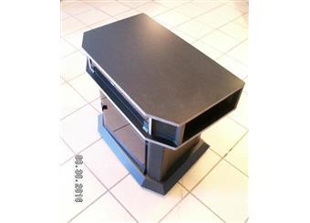 TV stolek - masivní kovová konstrukce, pojízdný