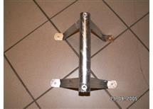 Třínožka pro uchycení trubky - hrazda 40cm, odstup od zdi 25cm, průměr 38mm doprodáno